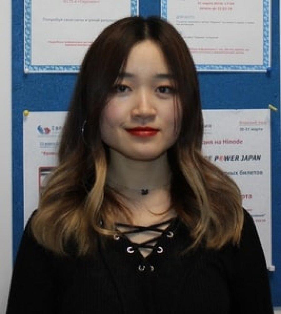 преподаватель китайского языка - Ян И